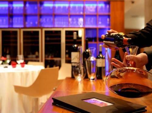 Syrah Restaurant Esmero en el servicio del vino