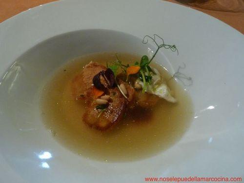 El Cingle en Vacarisses Sopa de huevo con infusión de tomillo, pan frito y piñones