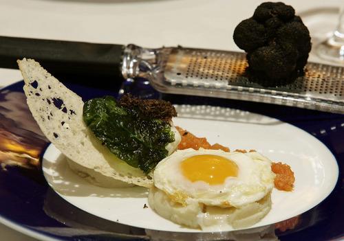 Restaurante Rías Gallegas Mousse de patata con huevo y trufa negra