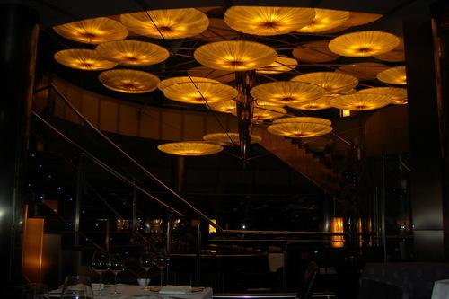Submarino Oceanogràfic en Valencia La lampara central, ocupa casi toda la sala. Impresionante