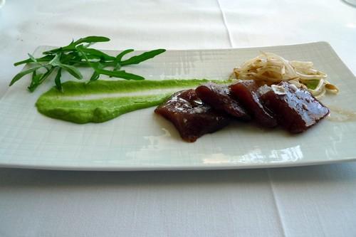Silabario atún rojo marinado con crema de rúcula