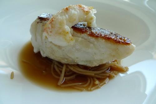 Restaurante Silabario Mero con cigalita y fideos de arroz