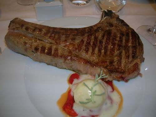Restaurante La Oronja Chuletón de ternera de Aliste.Sin comentarios,la imagen habla por si sola.