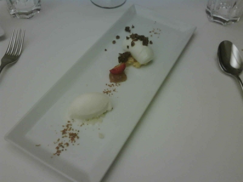 Restaurante Riff Orejones , müsli , tomillo y flor de azahar .