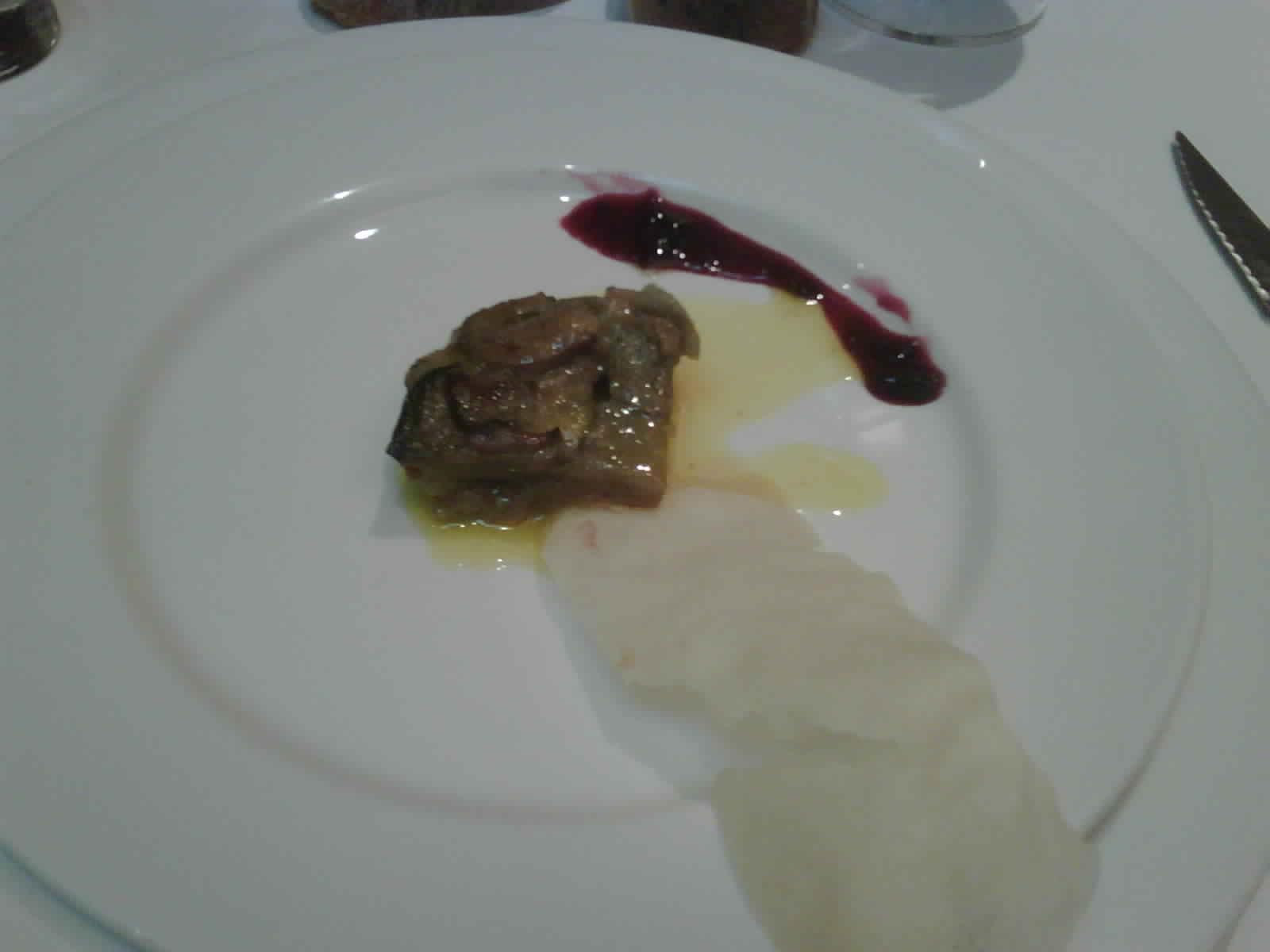 Pirineos Milhojas de foie con manzana e iberico .