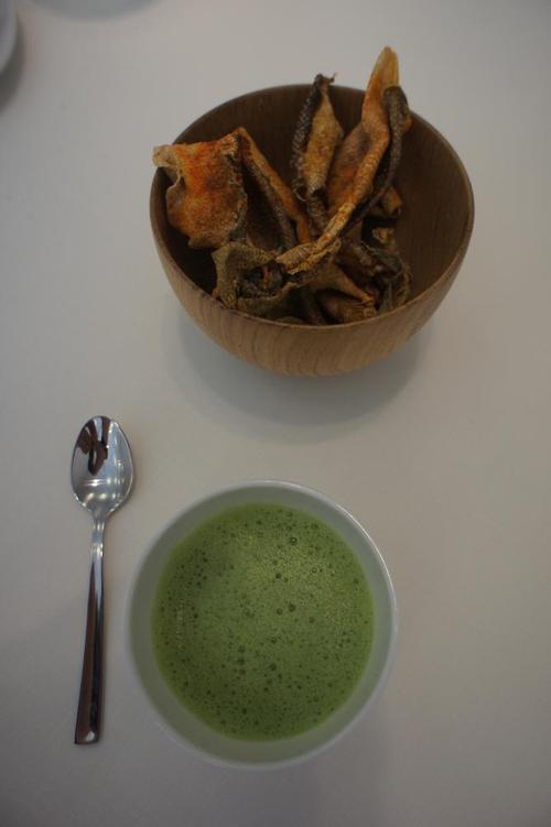 Restaurante en Bilbao el aperitivo de cortezas de bacalao