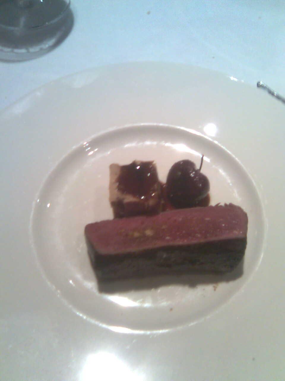 El Bohío en Illescas Ciervo asado con foie gras y cerezas