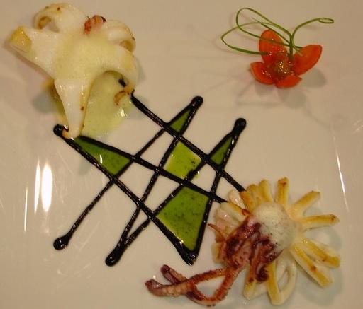 A Tu Gusto en Valencia Calamares en su tinta con aire de cítricos