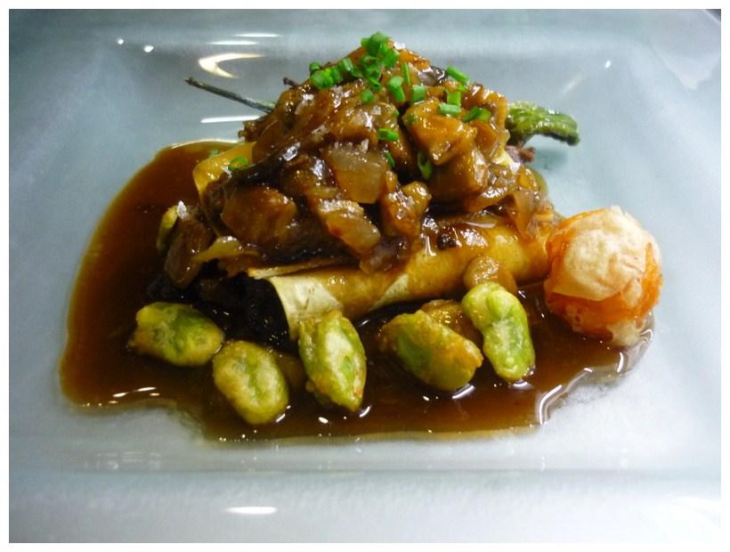 Restaurante en Valencia canelon meloso de rabo de toro con cebollas caramelizadas y habitas crujientes