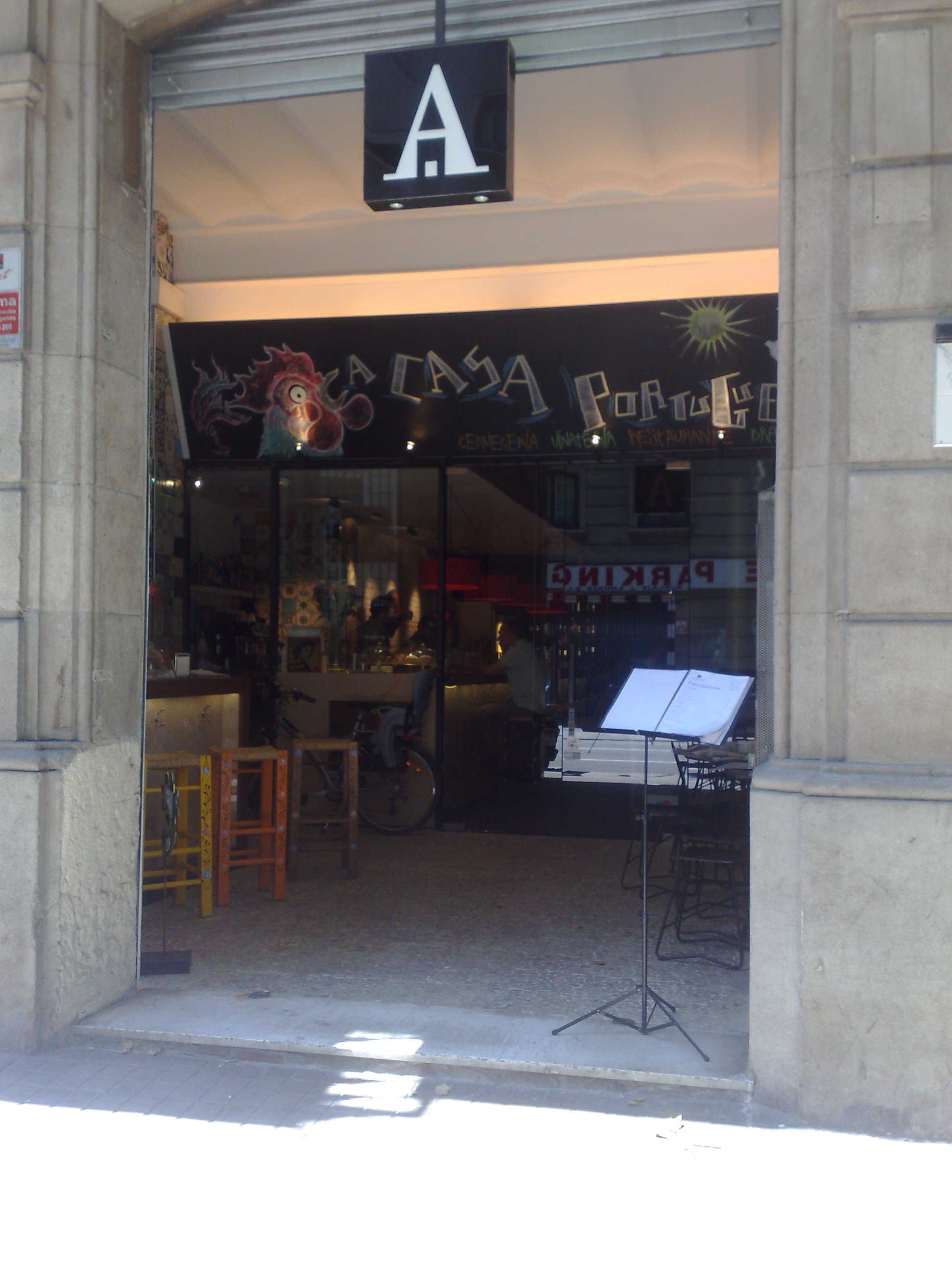 """A Casa Portuguesa en Barcelona Entrada y """"terraza"""""""