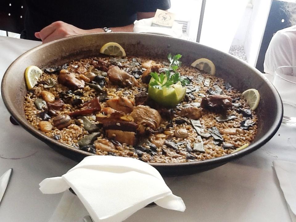 Restaurante Mornell Paella de pollo, pato y conejo