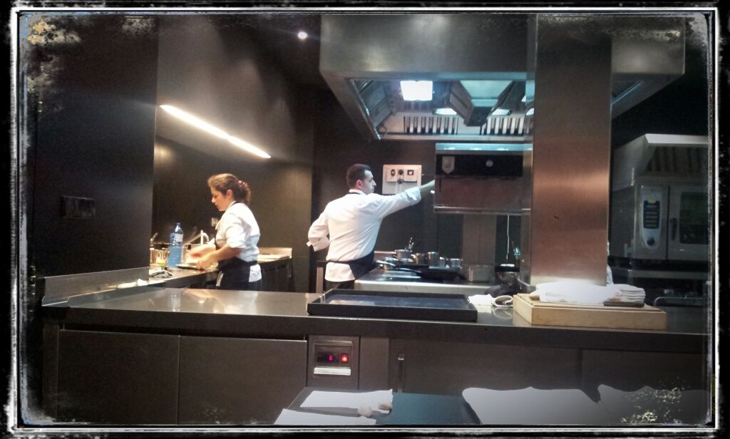 Restaurante Ricard Camarena Cocina a la Vista de las mesas !!