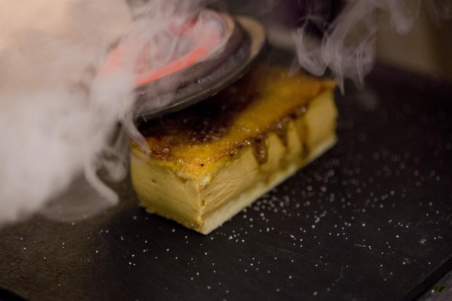 Restaurante en Ontinyent Tarta de dulce de leche y yema quemada.