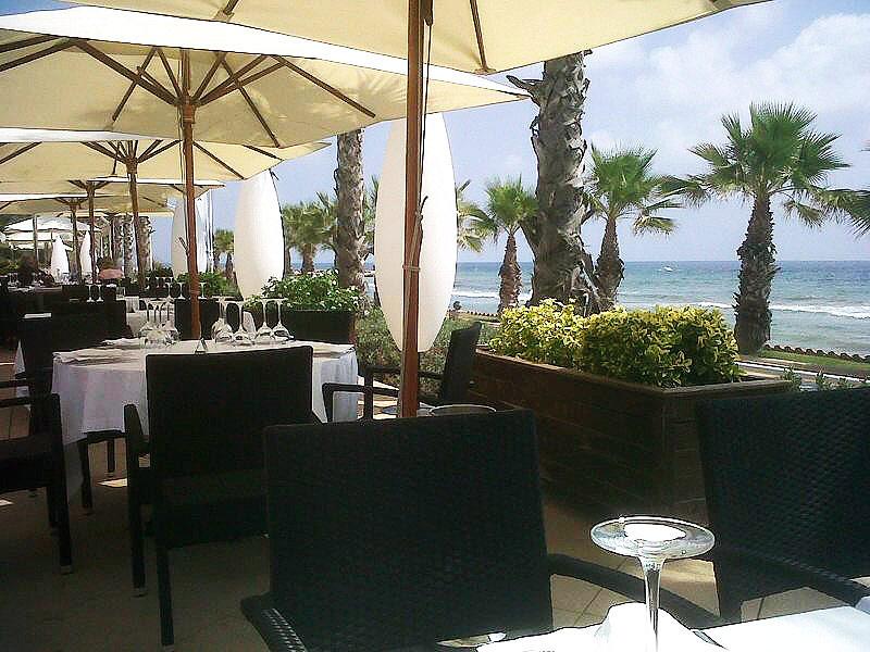 Acqua Sitges en Sitges Terraza frente al mar