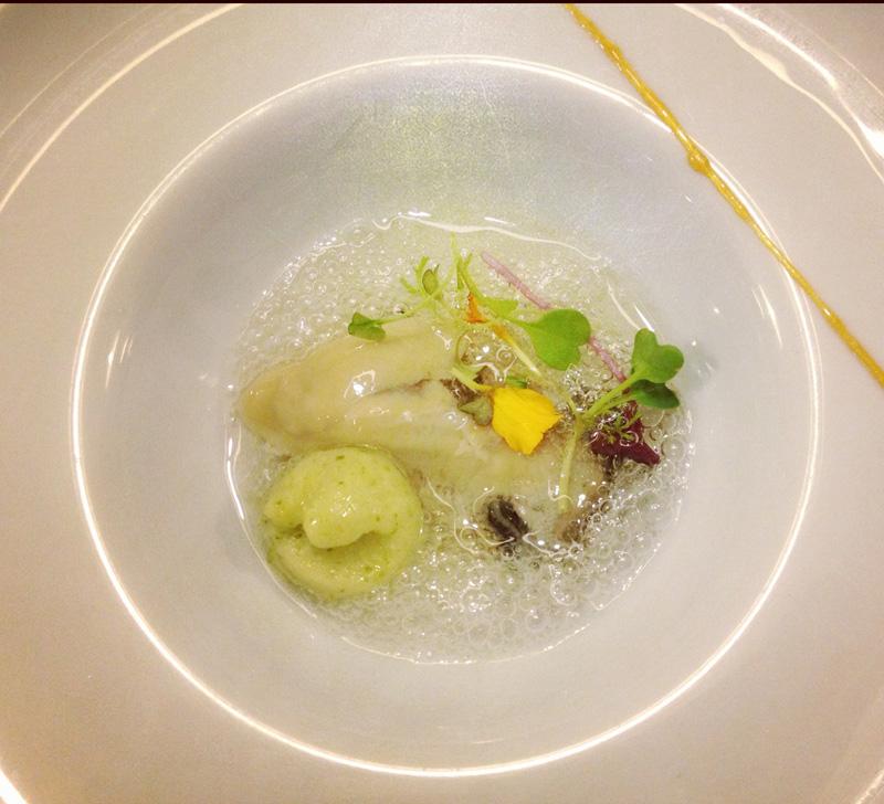 Restaurante Malkebien Ostra Oleron con cava solido y helado de lima y apio