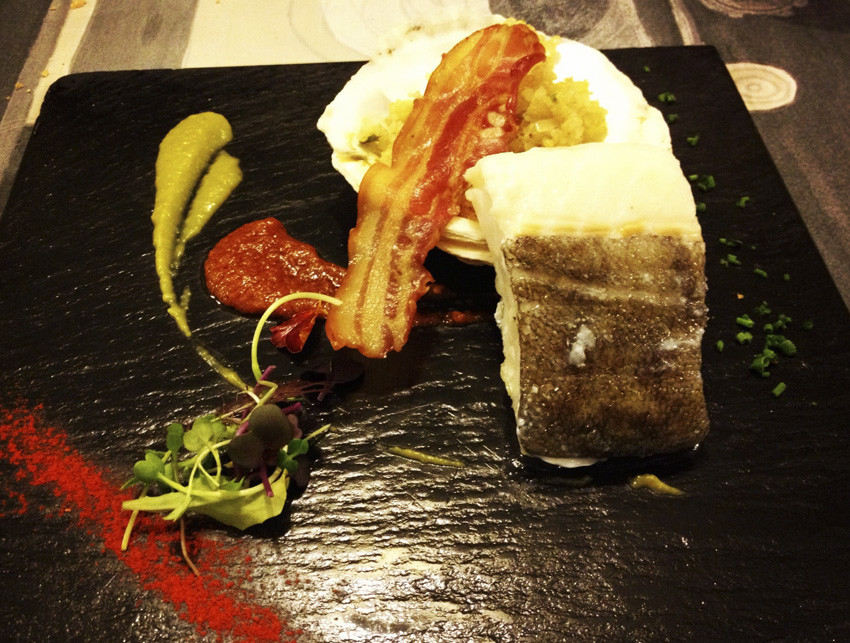 Restaurante en Valencia Lomo de bacalao de Islandia sobre veloute de tirabeques y cremoso de sobrasada