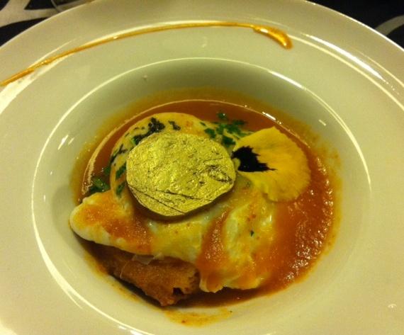 Malkebien Sopa de Tomate con Aroma de Chorizo de Cerdo Ibérico con Pan de Hogaza y Huevo Pochado