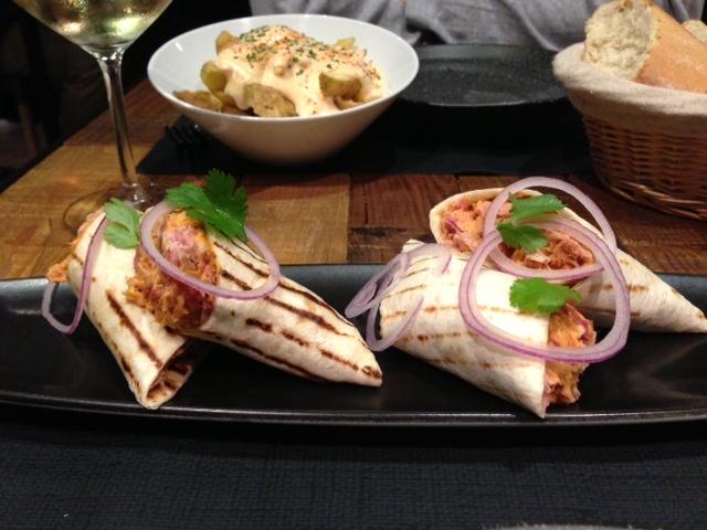 Restaurante Canalla Bistro Taco mejicano & Cortezas de patatas bravas