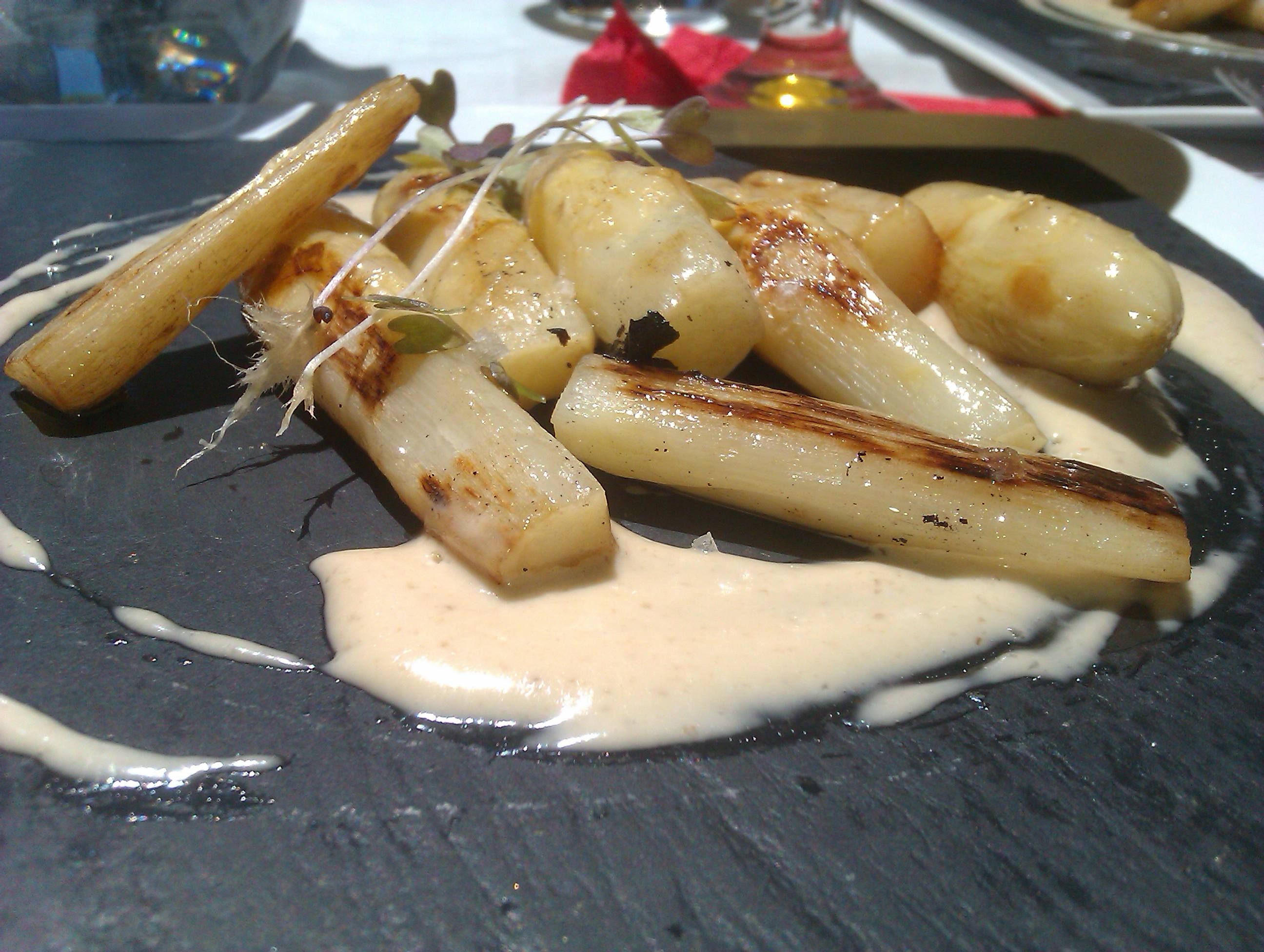 Restaurante El 24 de la Paloma en Burgos grilled Asparagus with Hazelnut Butter and Boletus Mayonnaise
