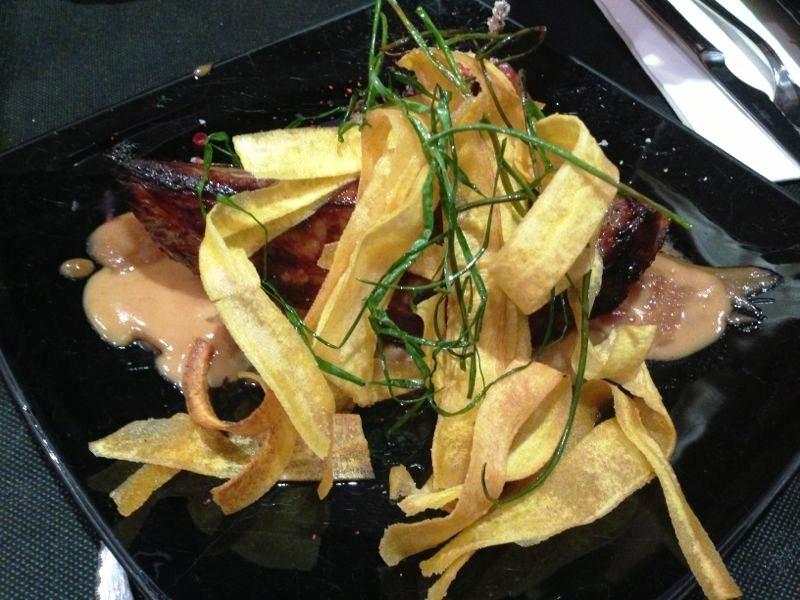 Restaurante Refugio, Restaurante del Carmen Presa de ibérico con tamarillo, chips de plátano macho y salsa Satay