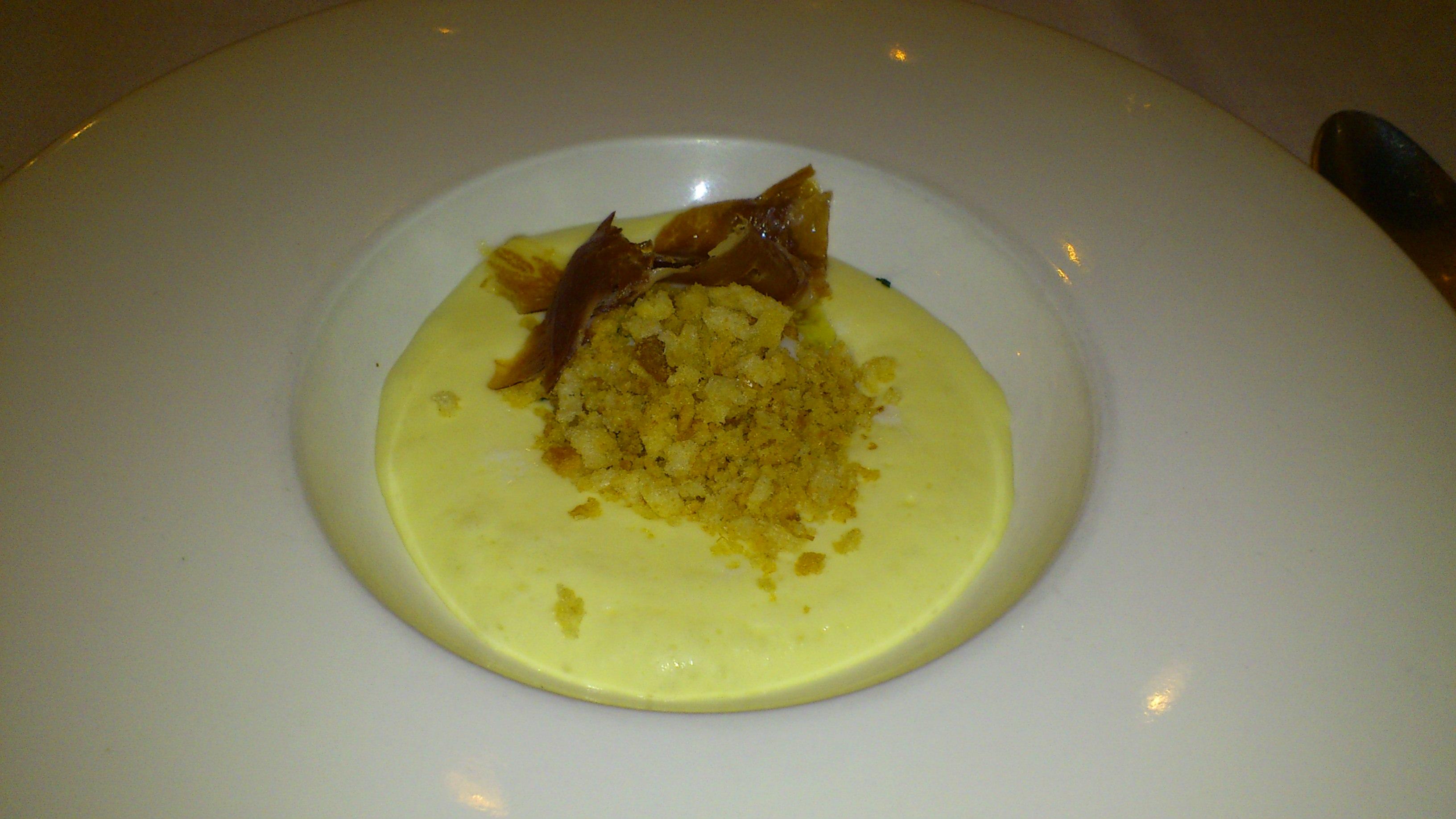 Restaurante Mar d'Avellanes Huevo a baja temperatura con migas,jamón y espuma de trufa