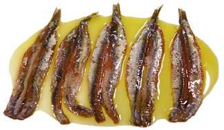 De aperitivo, anchoas mariposa.