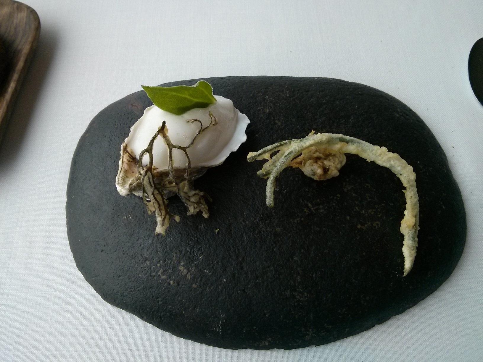 Restaurante en Larrabetzu Ostra al pil-pil vegetal y marino acompañado de ortiguillas