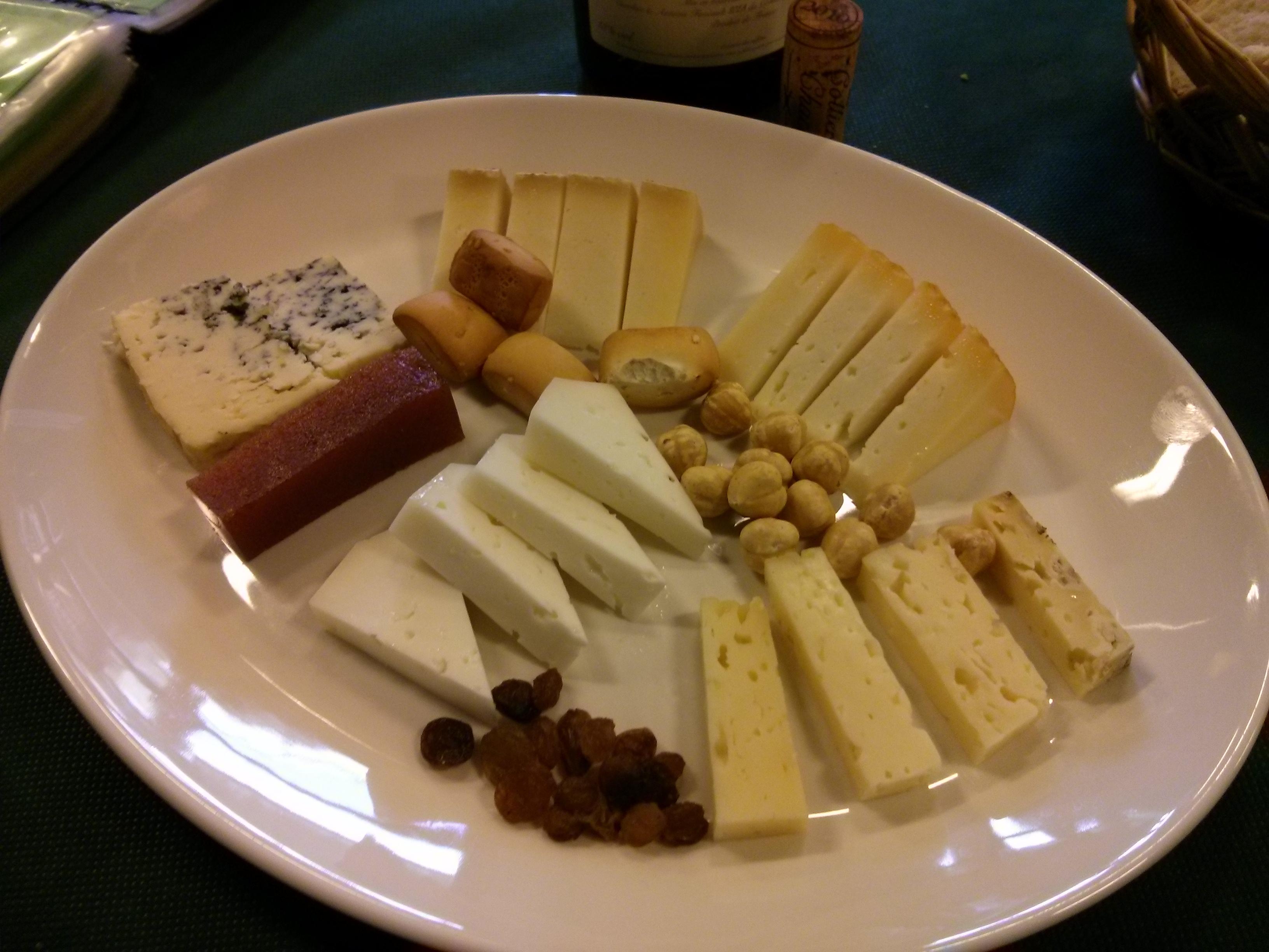 Restaurante en Caviedes Tabla de quesos de Cantabria