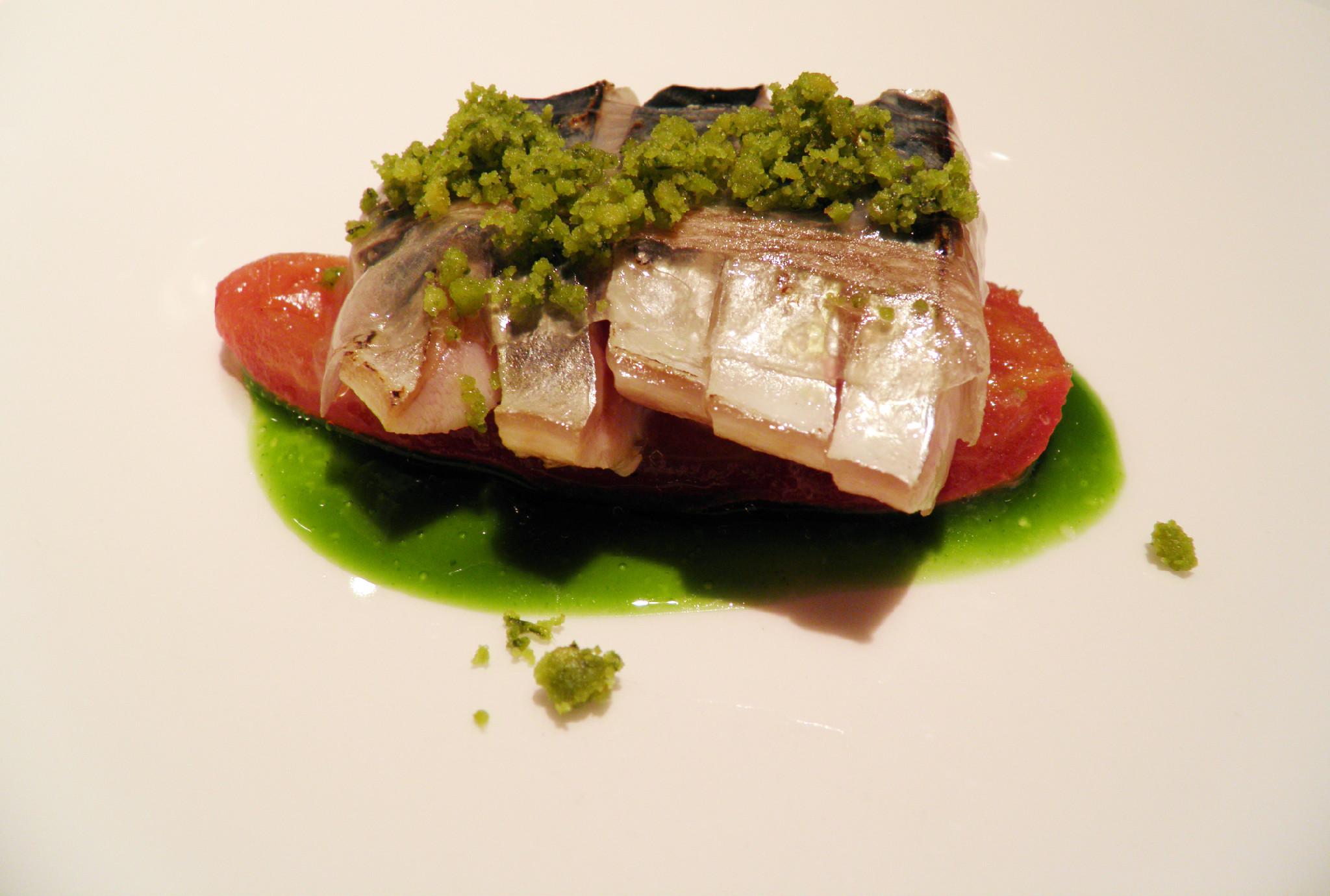 Hisop Caballa a la brasa con albahaca y tomate