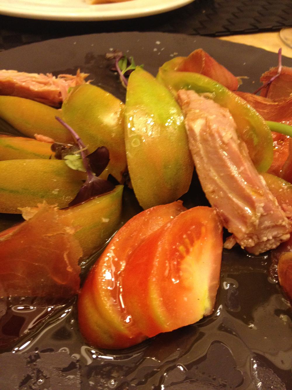 La Bodeguita de María Tomate valenciano con mojama y ventresca de atún