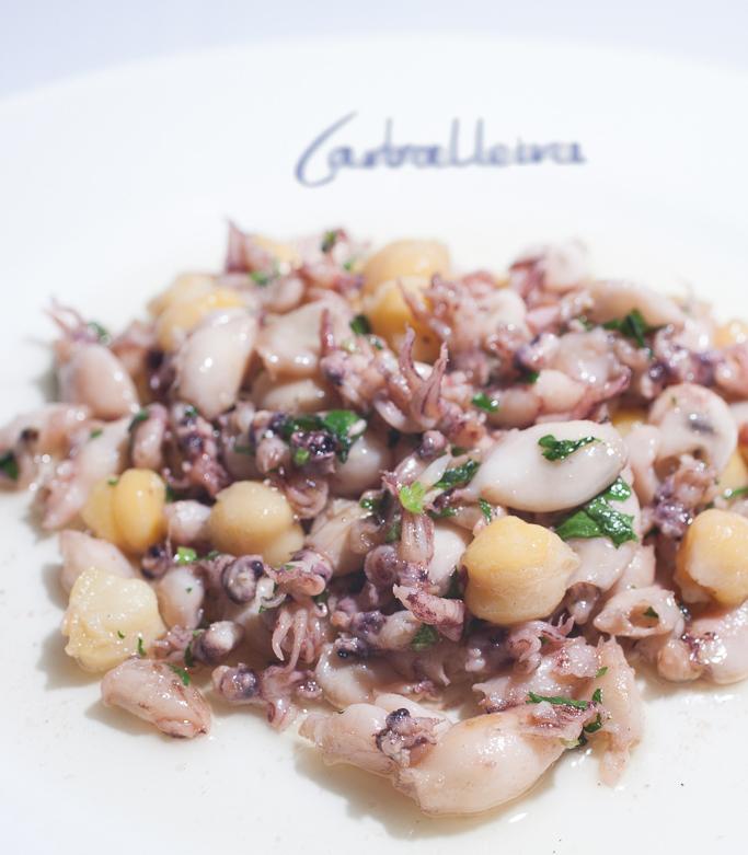Restaurante Carballeira Barcelona Chipirones con garbanzos