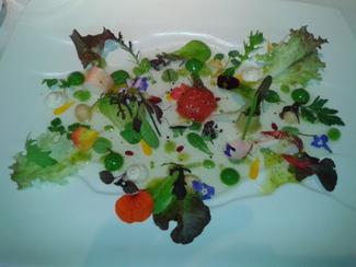 Ensalada de tuétanos de verdura con marisco, crema de lechuga de caserío y jugo yodado