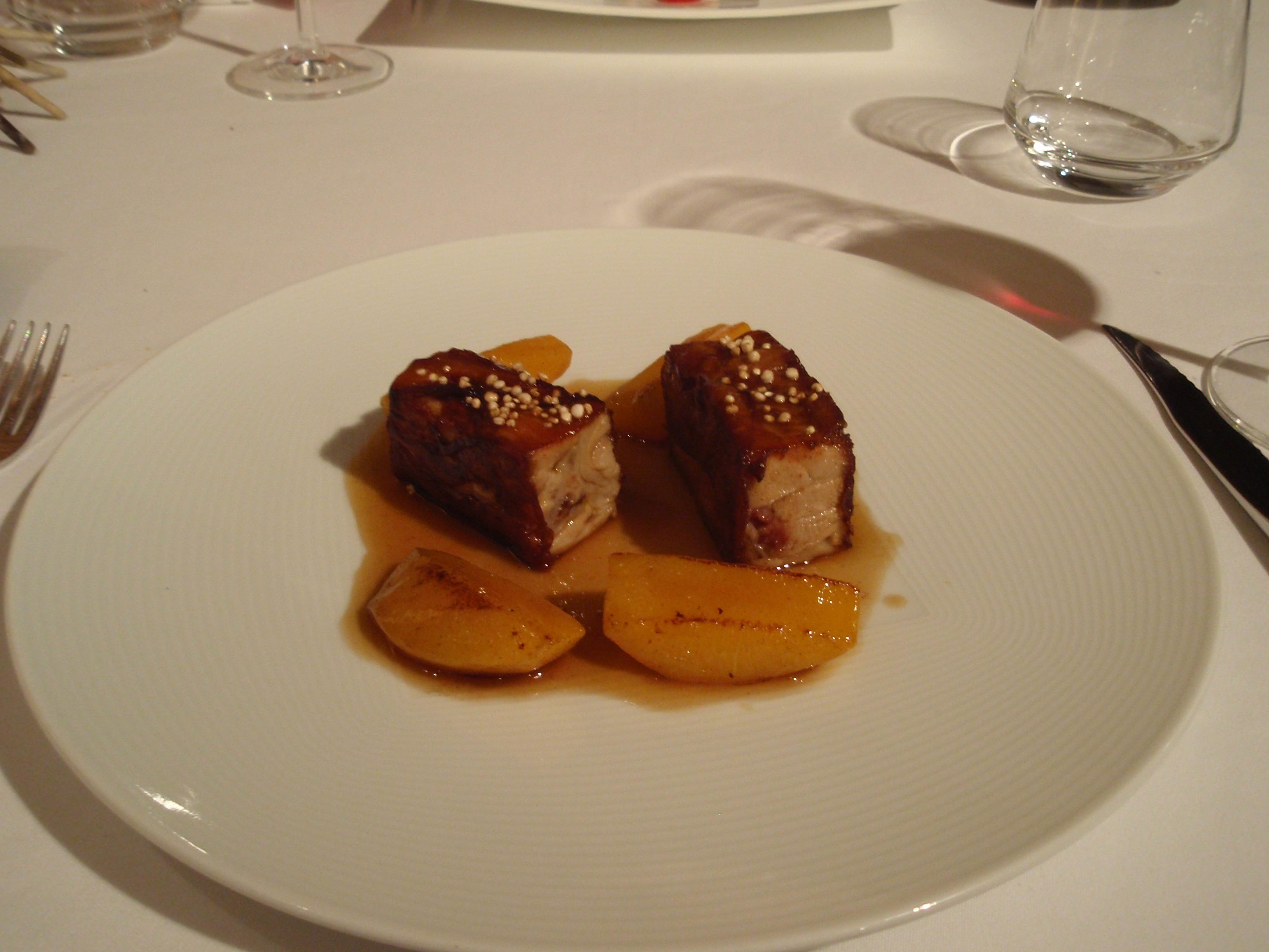 Restaurante Trigo Cochinillo con melocotones