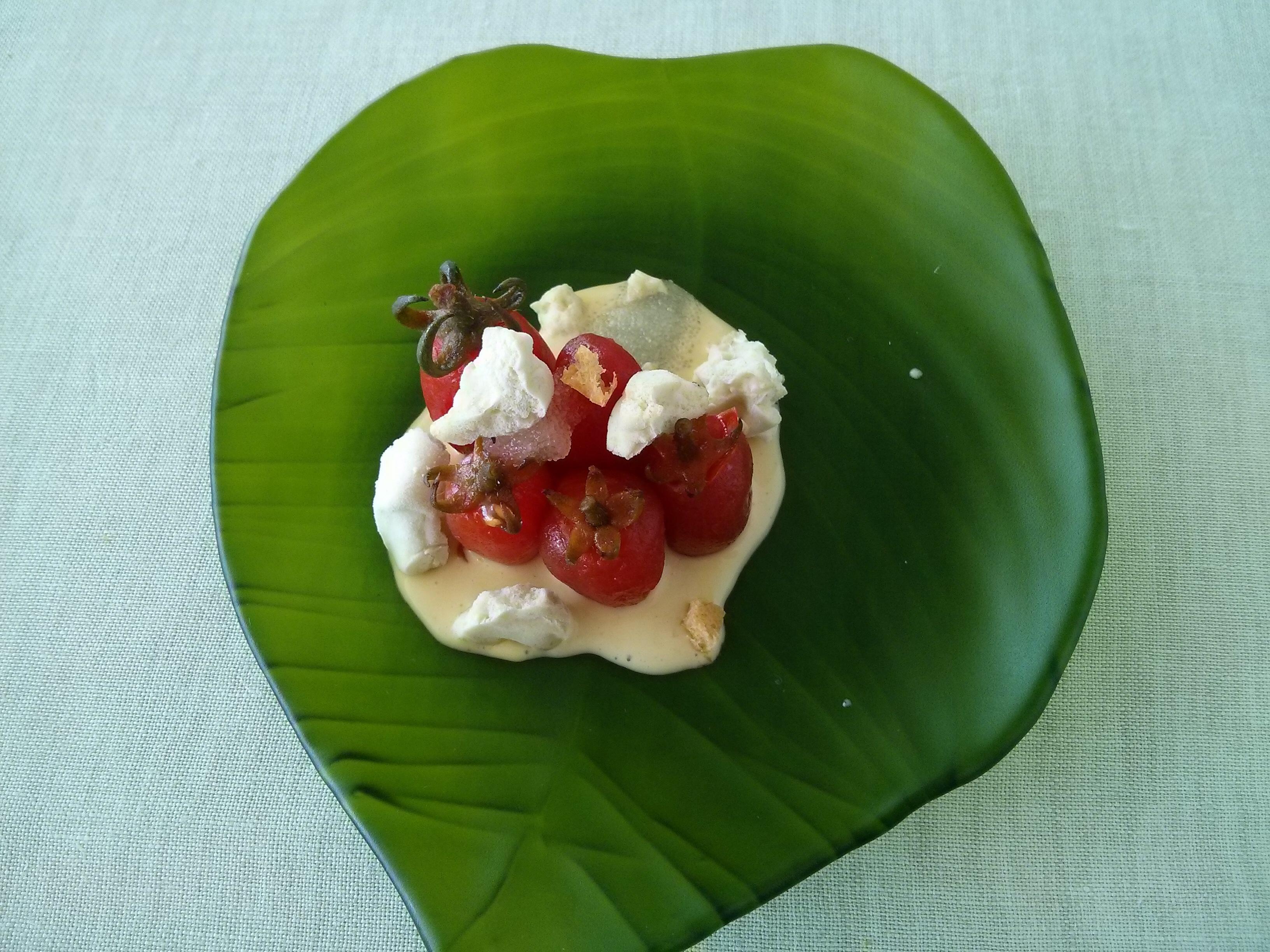 Culler de Pau en O Grove Tomatitos con huevas de San Martiño, aceite de Entrimo y nori helada