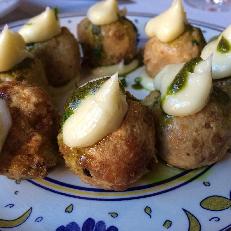 Restaurante Tavella Buñuelos de bacalao