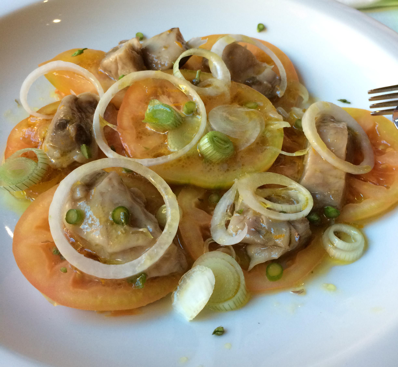 Tavella en Beniferri Tomate valenciano, cebolla y atún marinado