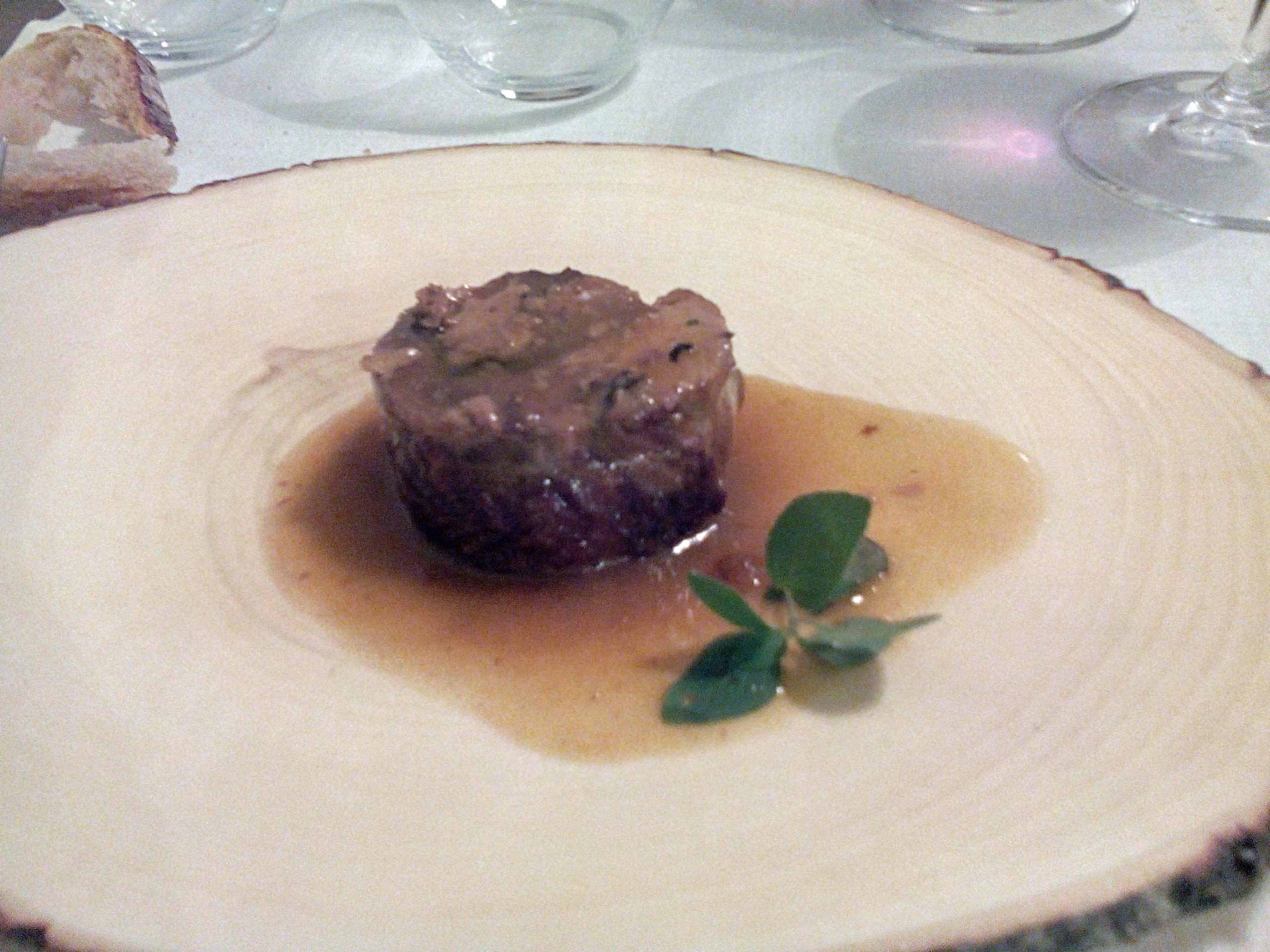 Restaurante Sergi de Meià Faisana rellena de foie-gras, trufa melanosporum y trompetas de la muerte