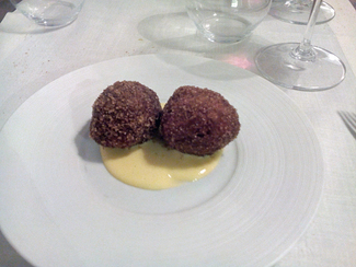 Buñuelos de garbanzos con crema catalana