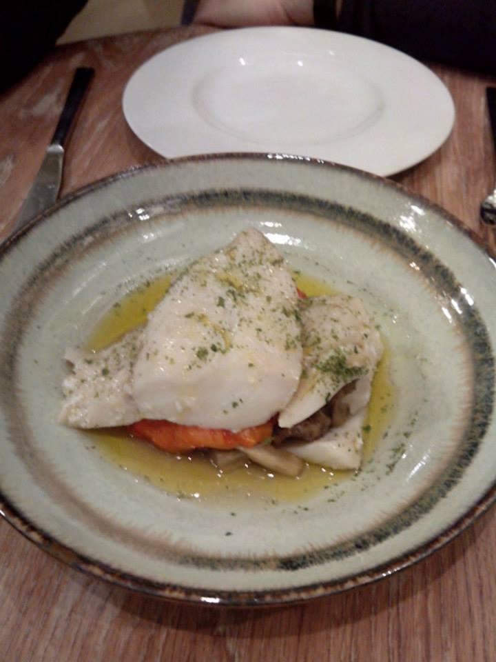 Moratin Vinoteca-Bistrot Bacalao con verduras escalibadas