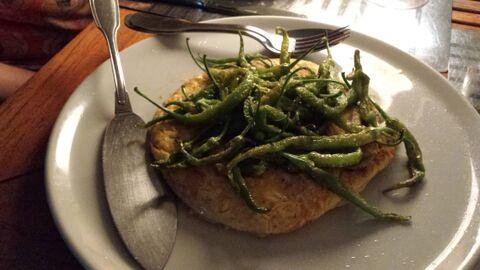 Restaurante Sacha Tortilla de boquerones con piparras