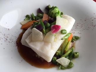 Bacalao al vapor con verduras al dente