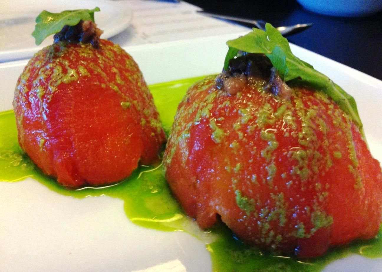 La Cuina Tomate Relleno de Queso Fresco