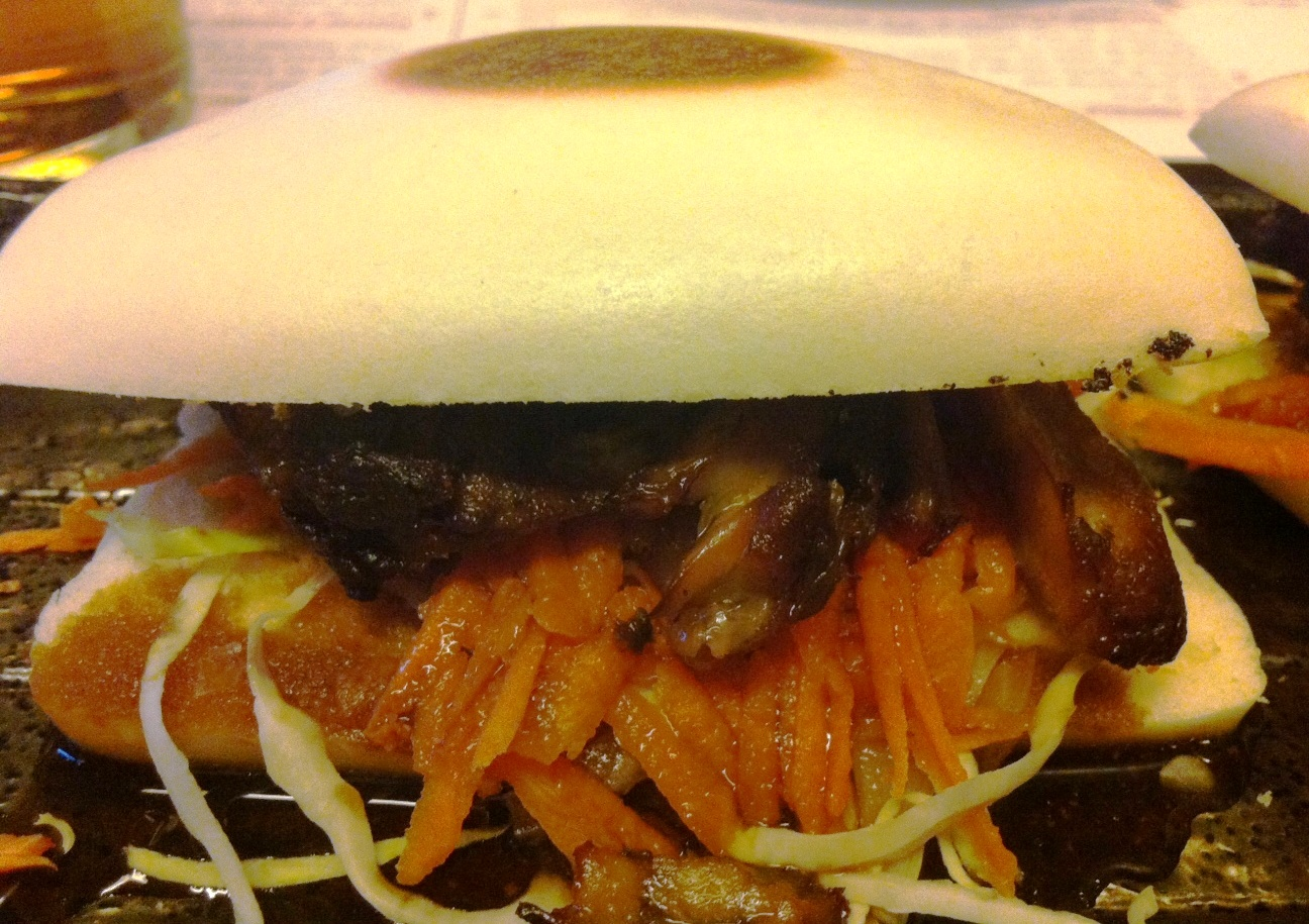 Restaurante La Cuina Pan Gwa Bao con Costilla de Cerdo Glaseada y Sichimi Togarashi