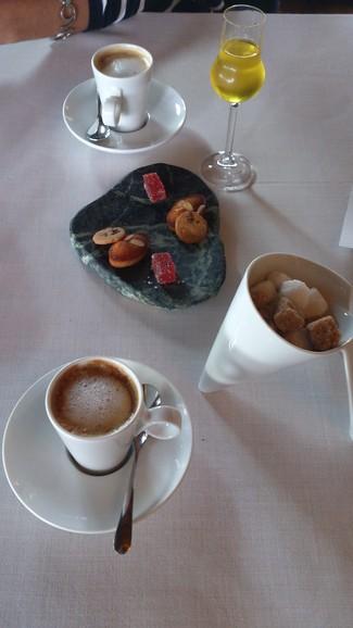 Cafés, dulces y licor