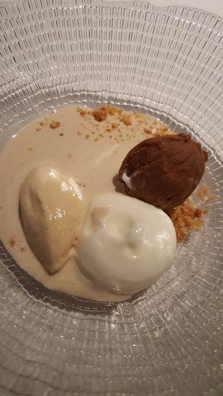 Nuez de chocolate, yogurt, helado de canela y crema fría de nuez