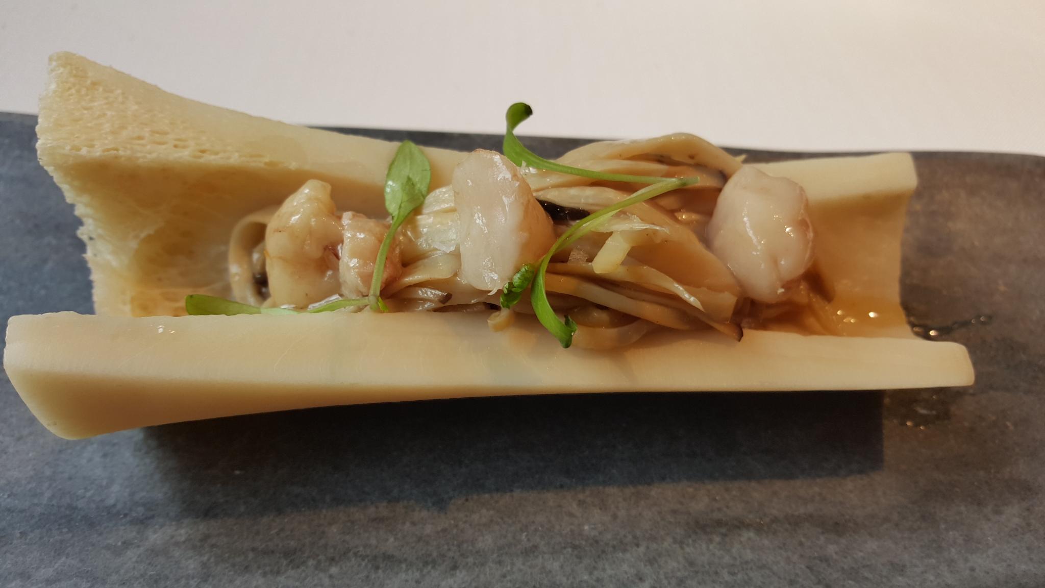 Restaurante Venta Moncalvillo Fideos de seta de chopo con tuétano y cilantro