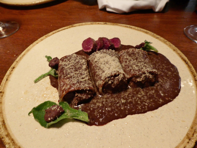 Suculent en Barcelona Canelones de liebre a la royale, con sus lomitos, foie gras rallado y ficoide glacial