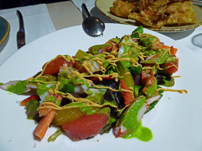 La mar Salada Ensalada de bogavante con cítricos, fruta de la pasión y virutas de mango