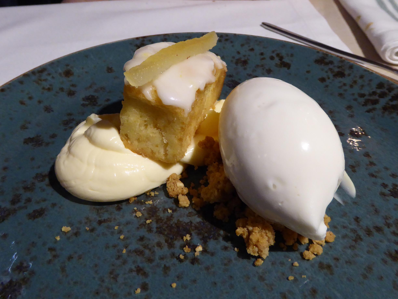 La mar Salada Cake de limón con helado de yogur