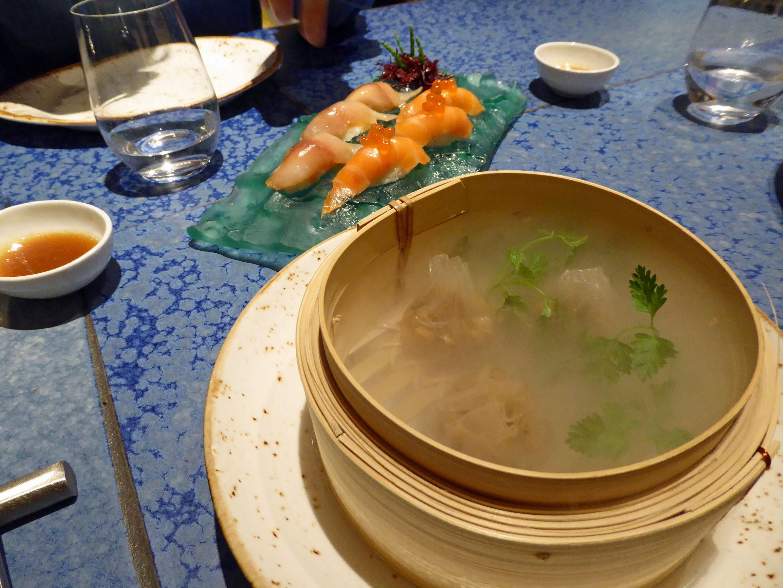 """Restaurante en Barcelona Salmon y caballa marinada con coliflor al vinagre y """"Dumpling """" de Boletus"""